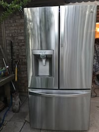 FridgeKenmore Elite Lots of room.  Not cooling. Think it needs freon. Was  $2k. Arlington, 76017