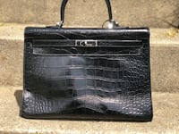 Hermès Kelly Crocodile DO NOT ASK ME IF THIS IS AUTHENTIC.......for 350 please use your common sense.  Falls Church, 22043