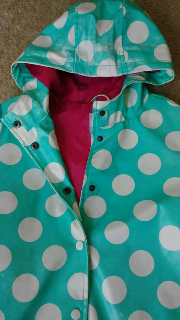 Young girl's waterproof jacket with hoodie (Size L 8b38c07f-1f3e-441a-bf6e-27636c7beef5