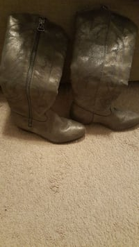 pair of brown leather side-zip knee-high boots Calera, 35040