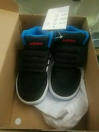 pair of black-and-blue Nike sneakers Toronto, M3N 2V5