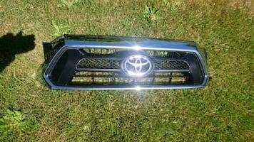 2012-2015 Toyota tacoma oem grill