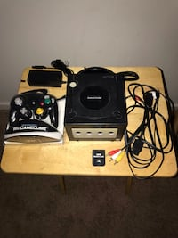 GameCube w/New Controller and 4 MB Memory Card