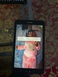 Black samsung galaxy tab CRACK SCREEN BUT WORKS FIND! $150 OBO.... Winnipeg, R3E 0S2