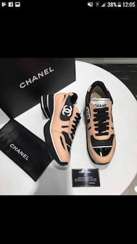 sneakers basse Chanel beige e nere con screenshot di box 6959 km