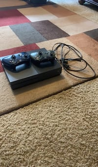 Xbox one and 2 controllers with a game Byram, 39272