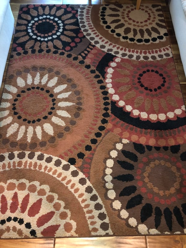 Beautiful, Like New, Multi-Color Area Rug.  7fb1b630-49d5-4212-8fa9-4ad1acc00cae