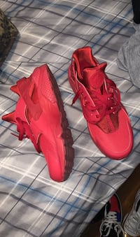 Red low top huraches