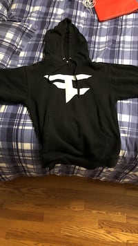 Faze clan hoddie, real: bought off the faze clan store. Fits small to medium