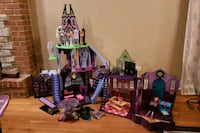 Monster High Catacombs and School  582 mi