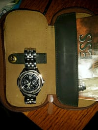 Guess watch . Langley, V2Y