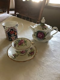 Vintage single serving tea pot -1960 with 2 tea cup and delivery. London