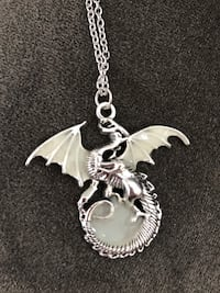 DRAGON NECKLACE, glows in the dark, must pick up Amarillo, 79109