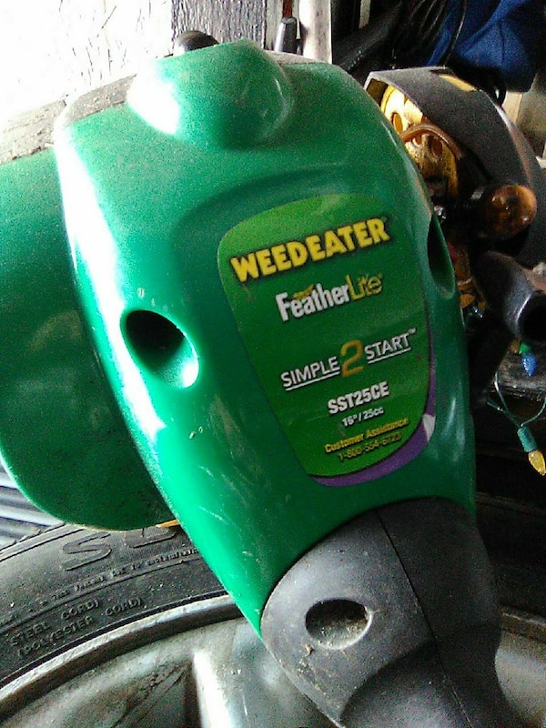 Gas powered weed eater like new used 3 times