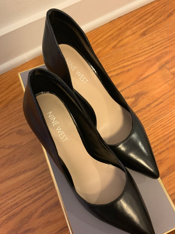 Nine West Black pumps in size 5 BRAND NEW 4a79c2dd-efab-4f42-8657-b665f912260a