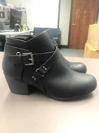 Women's Faux Leather Boots - size 8,5 Bloomingdale, 60108