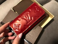 100 % authentic LV small wallet key holder . Mint condition 隆格伊, J4K