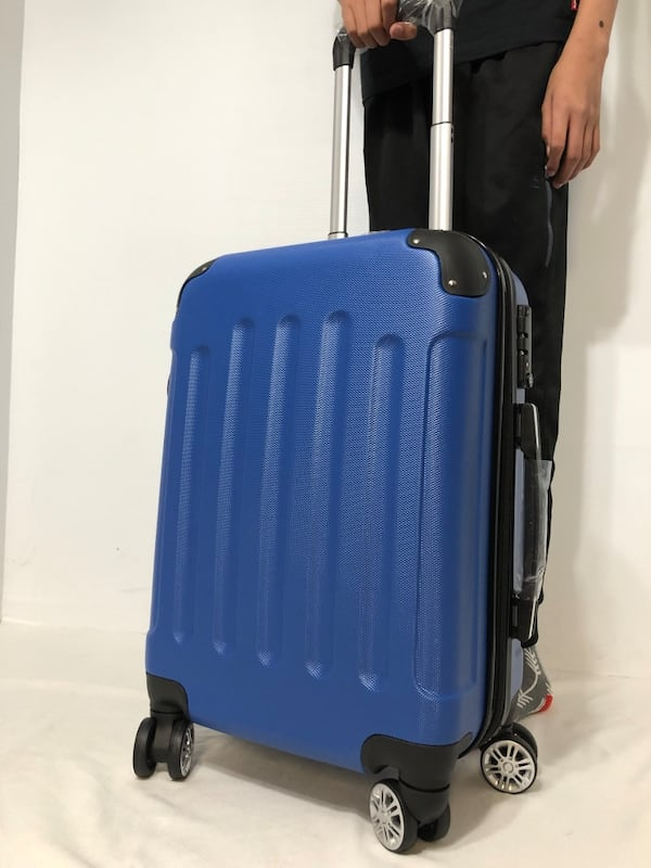 CARRY-ON LIGHTWEIGHT SPINNER LUGGAGE 8a287487-d8c2-4af9-a463-f0c57f483185
