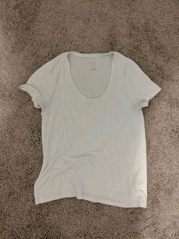 ultima vendita vasto assortimento vari stili Used Plain white T-shirt for sale in Omaha - letgo