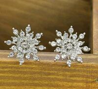 $8 NEW silver plated CZ snowflake earrings  Ballwin, 63021