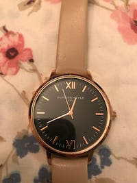 round black analog watch with white leather strap Perry, 31047