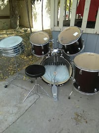 maroon and silver Sunlite acoustic drum set Merced, 95348