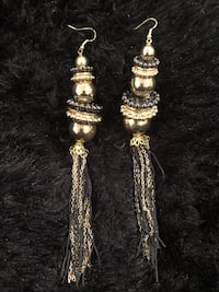 Stacked dangling gold earrings Temple Hills, 20748
