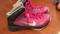 Only wore a couple of times, size 8.5 women's basketball shoes