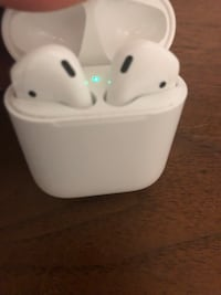 Wireless Apple airpods with case