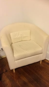 Cream comfy chair 26 mi
