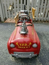 CHILDS PEDAL CAR FIRE TRUCK WORKS WELL