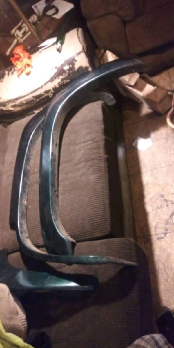 Fender Flares for 99-2007 Chevy 1500 and Tahoe & Suburban both sides  0