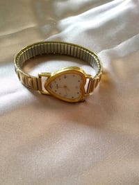 round gold analog watch with gold link bracelet 477 km