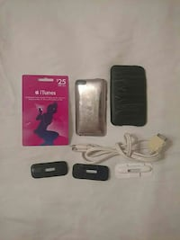 iPod Touch 8GB, 2nd Gen with Accessories