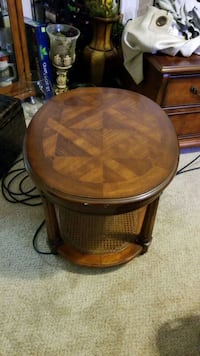 round brown wooden end table Millington, 38053