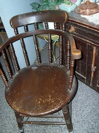 antique captains chair..firm price Corbyville