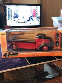 DIE CAST COLLECTION JUST TRUCKS 1947 FORD COE !!2014!!  2383 mi