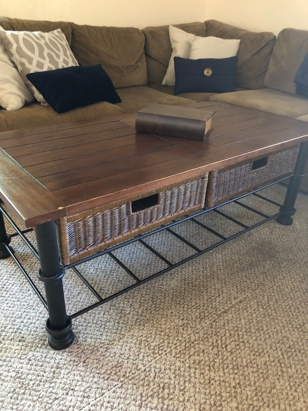 Coffee Table a371a655-f92c-4783-9aaf-2459bd1fee6a