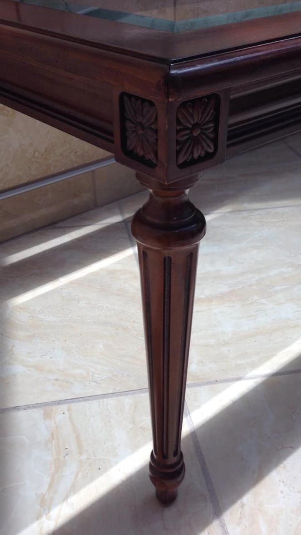 ELEGANT COFFEE TABLE WITH BEVELED GLASS INSERT  09ace1e0-689a-4092-9836-7c26818288d3