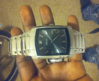 black and white analog watch 817 mi