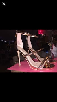 Brand new never worn size 9 rose gold coloured heels Kamloops, V2B 5L9
