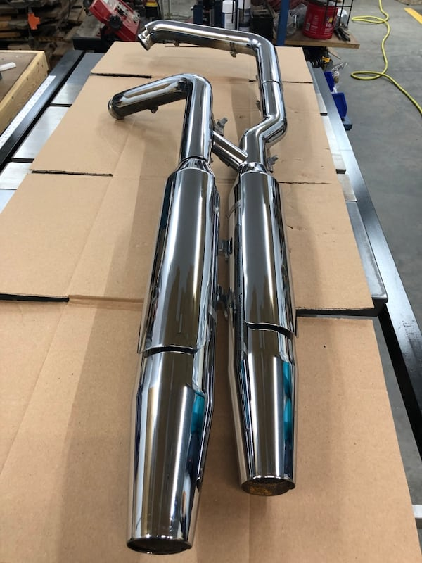 2003 Harley Davidson Softail Deuce stock Exhaust. baffles are cut out. eebafd41-302d-4a7a-9a30-bf1e1895898e