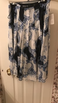 Jones of New York 2 piece set. Never worn with tags. Skirt size 8 blouse size 10   Markham, L3T 2B3