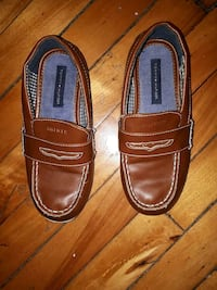 pair of brown leather loafers Montréal, H4L 2X5