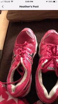 Ladies Aasic running shoes