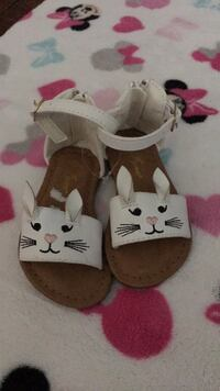 New sandals size 5