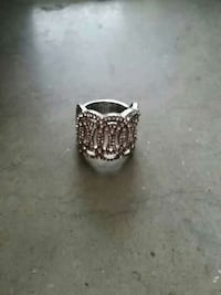 Silver diamant-studded ring