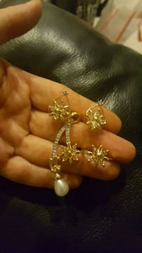gold-colored necklace with flower pendant Surrey, V3X 1P3