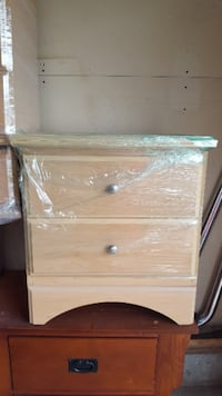 Dresser w/mirror and night stand in great condition Sherwood Park