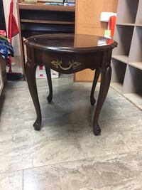 Wood End Table! Niagara Falls, L2G 4P1